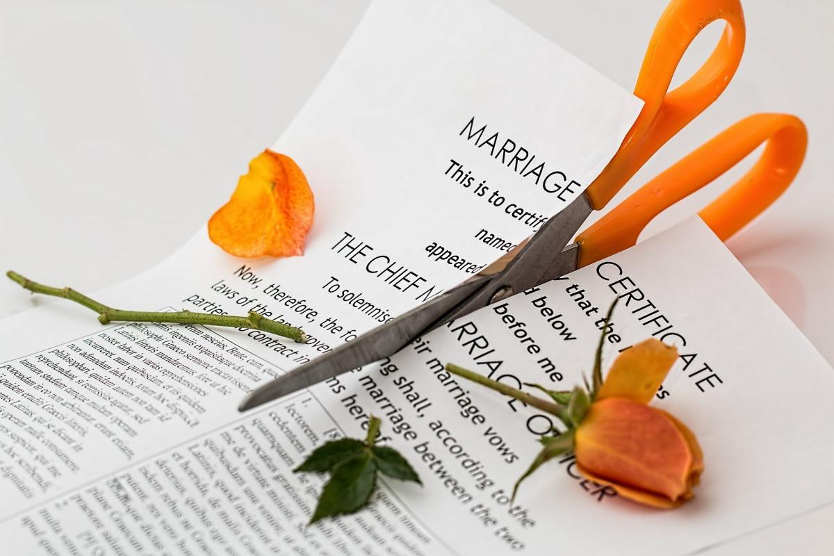 LA BANCA DEL DIVORZIO – Viva iromantici