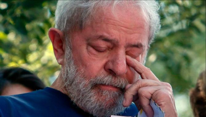 Lula libero. Lula incatene.